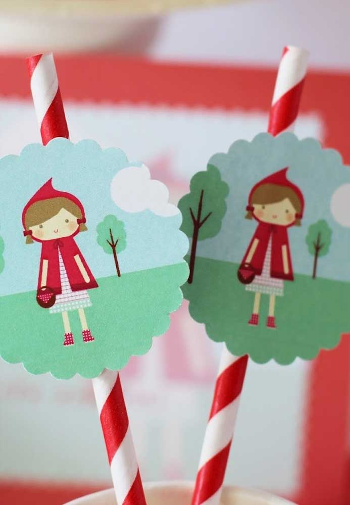 Muitos elementos decorativos da festa você mesmo pode fazer usando apenas papel.