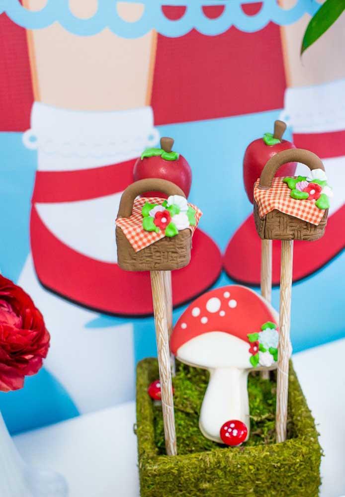 Capriche nos detalhes da decoração da festa. Para isso, aposte em pequenos enfeites.