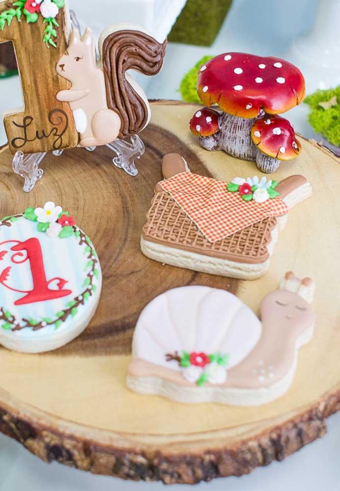 Brinque com os elementos decorativos na hora de fazer a decoração da festa Chapeuzinho Vermelho.