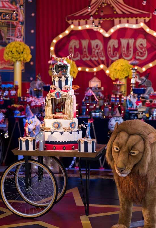 Capriche na hora de fazer a decoração da festa circo luxo.