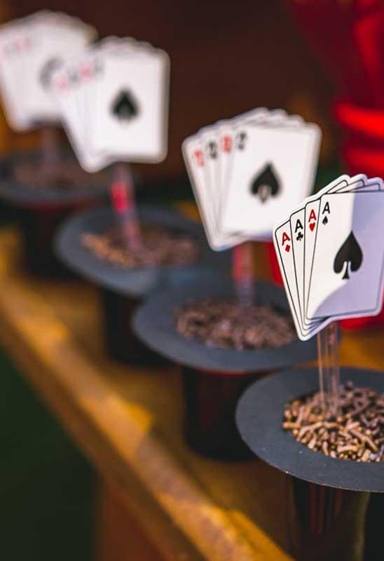 Os jogos de cartas é um dos elementos principais do tema circo.