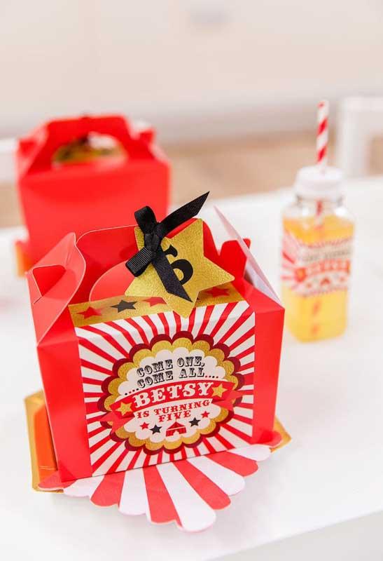 Prepare uma caixinha surpresa para seus convidados.