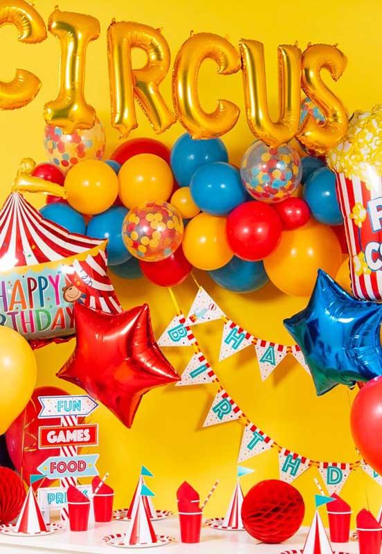 Aposte em uma festa totalmente colorida para comemorar o aniversário com o tema circo.