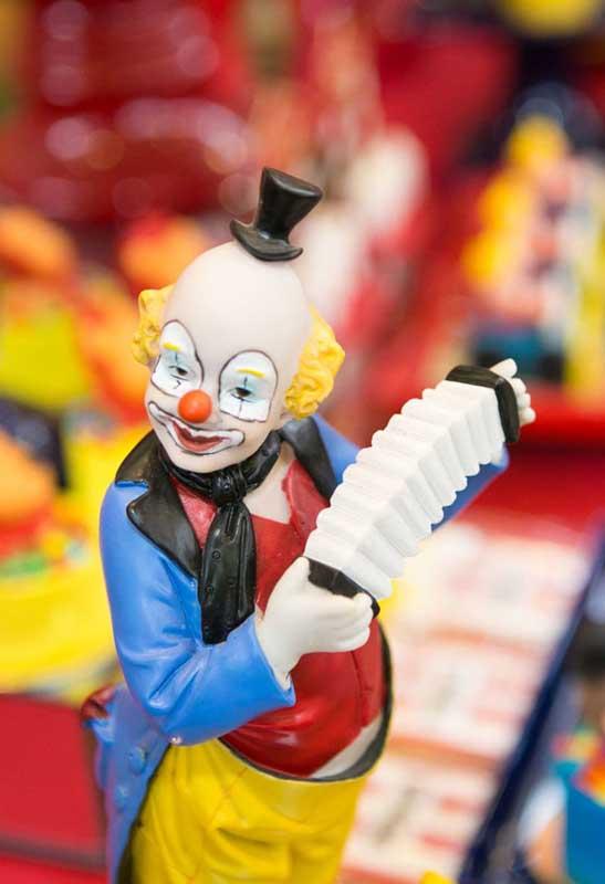 É claro que o palhaço não pode faltar na sua decoração festa circo.