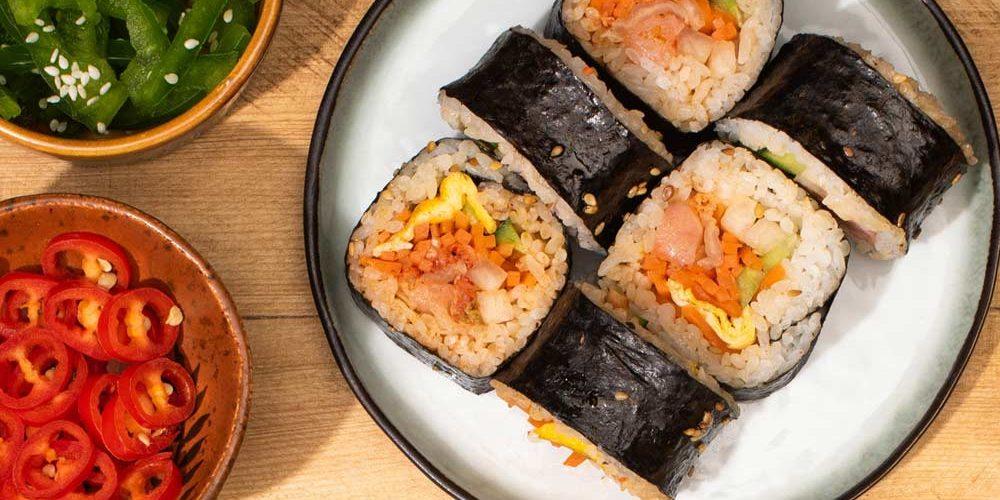 Aprenda a preparar o sushi na moda coreana / Foto: Depositphotos