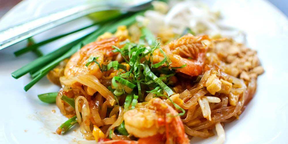 Confira 10 variações de receitas do pad thai tailandês