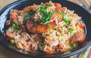 Confira as melhores receitas de arroz com calabresa