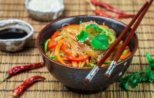 Confira as melhores receitas de japchae, o macarrão coreano