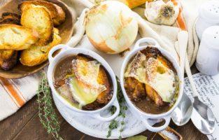 Confira as melhores receitas de sopa de cebola