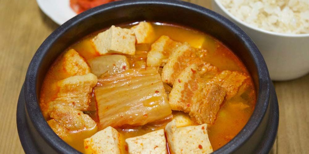 Confira as melhores receitas de sopa de kimchi